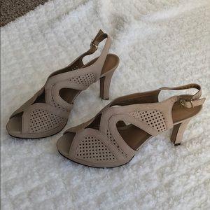 Clark's Dessie grace peep toe heels